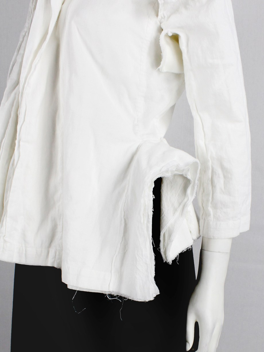 Junya Watanabe white blazer made of 8 blazers layered over each other spring 2005 (22)