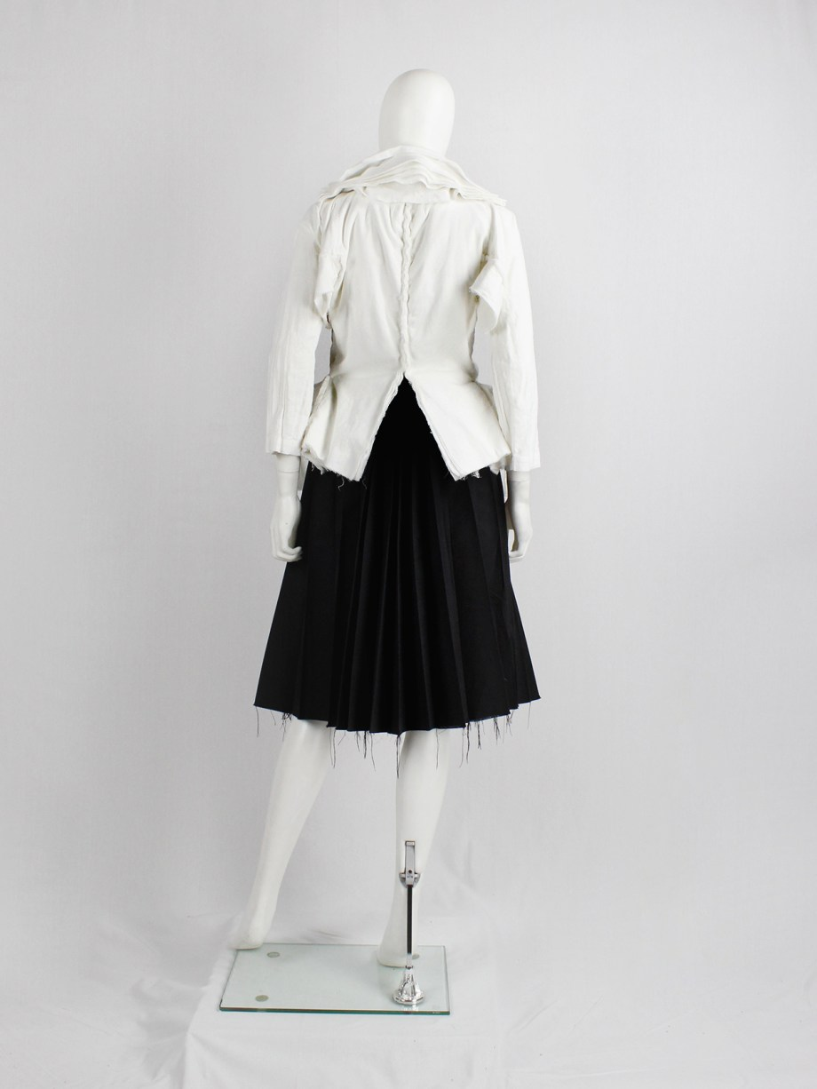 Junya Watanabe white blazer made of 8 blazers layered over each other spring 2005 (9)