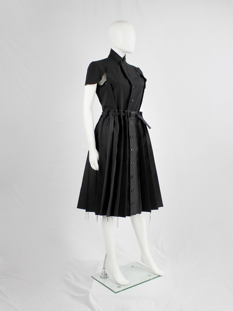 Wim Neels navy pleated skirt with front buttons and slideable across the belt