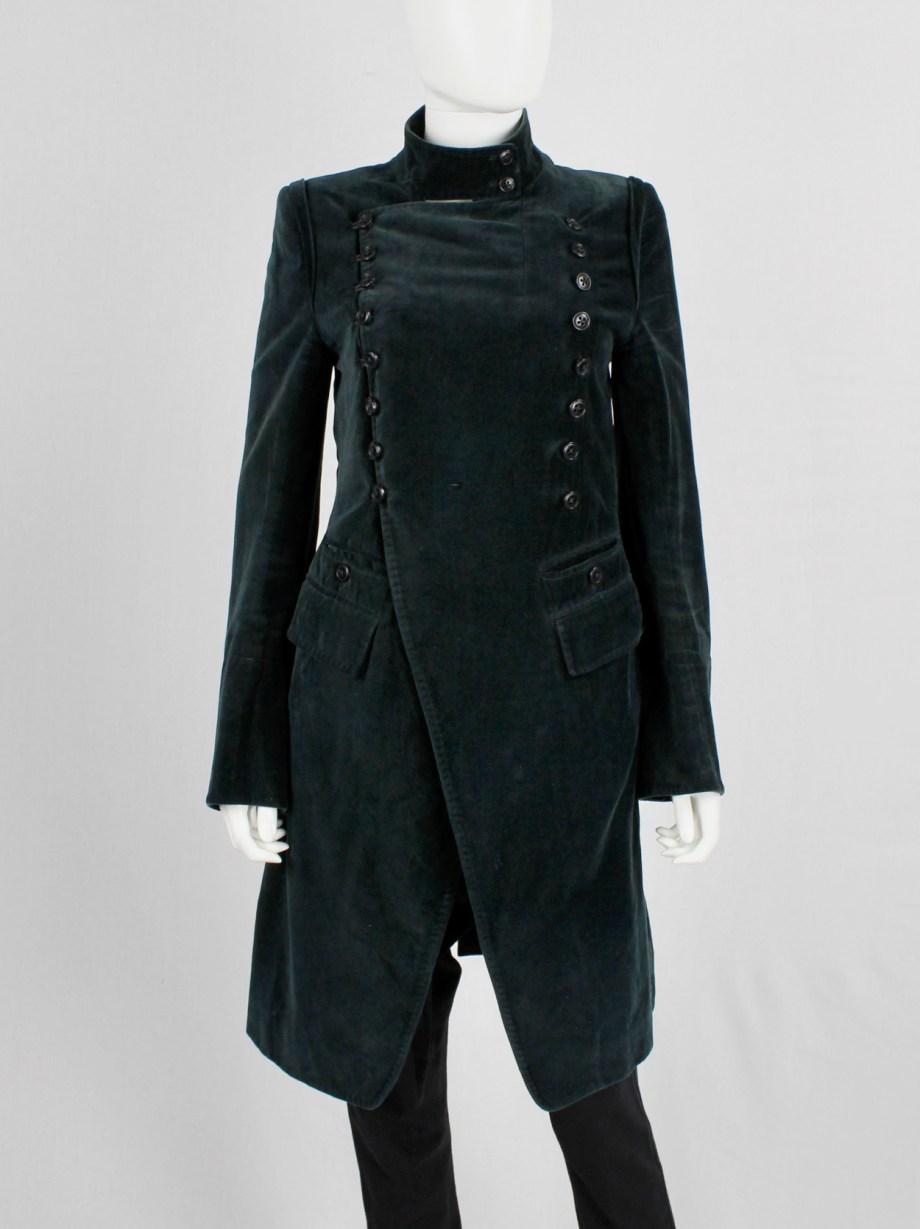 Ann Demeulemeester emerald green velvet coat with double butonned front — fall 2005