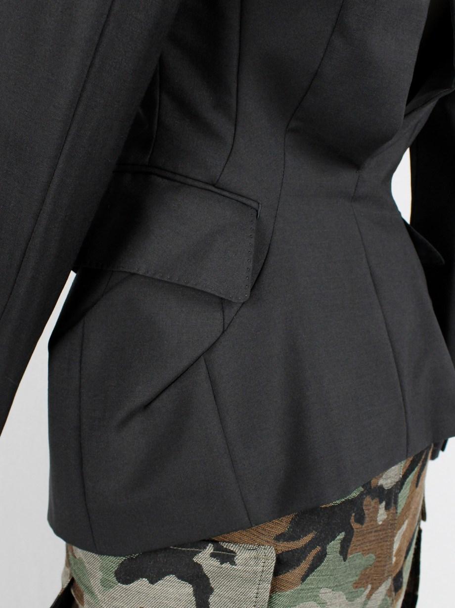 Junya Watanabe black tulip-shaped blazer with curved back opening spring 2010 (14)