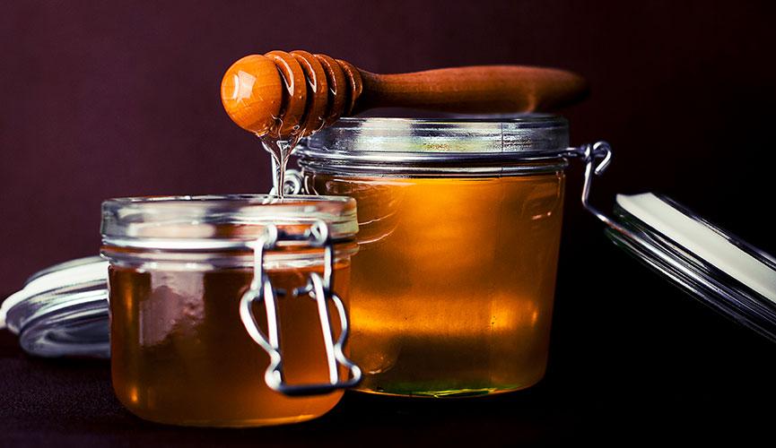Clean Beauty kitchen remedies - honey