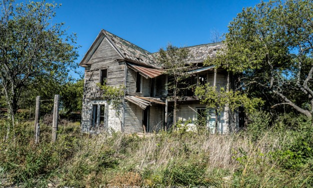 Abandoned Farm House in Bruceville-Eddy, Texas (Demolished)