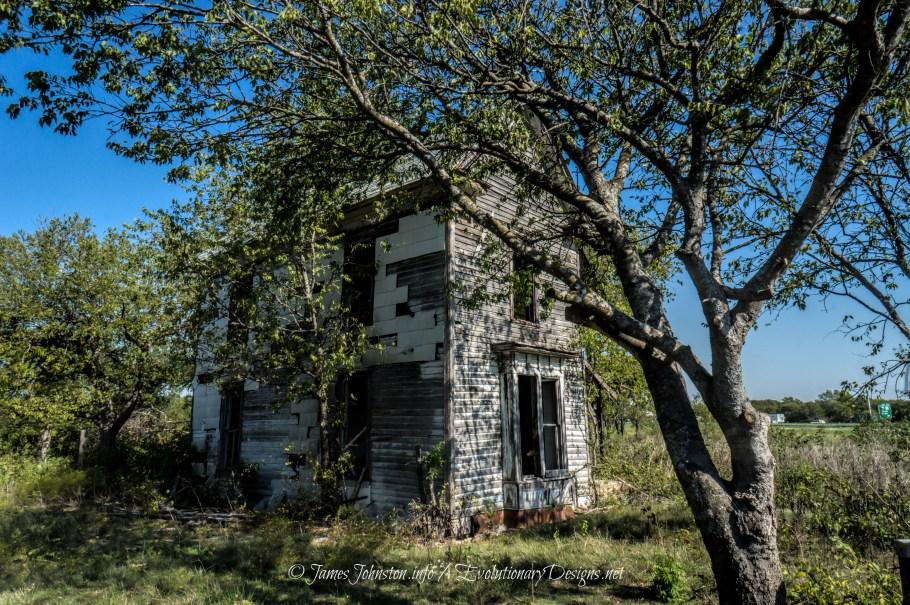 abandoned farm house in Bruceville-Eddy, Texas
