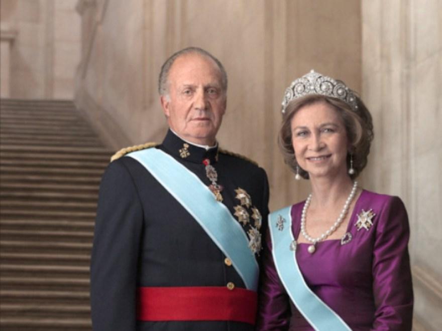 SM EL Rey Don Juan Carlos I junto a la Reina Doña Sofia fueron los artifices de una transición de la dictadura a la democracia impecable y que se estudia en las universidades. La restauración de la Monarquía en España trajo una democracia plena a España