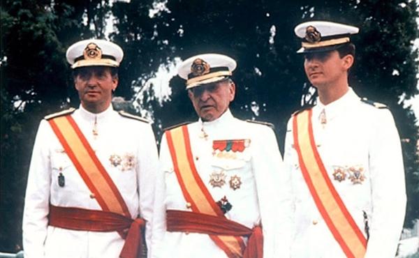 El-Rey-Juan-Carlos-El-Conde-de-Barcelona-y-el-Principe-de-Asturias