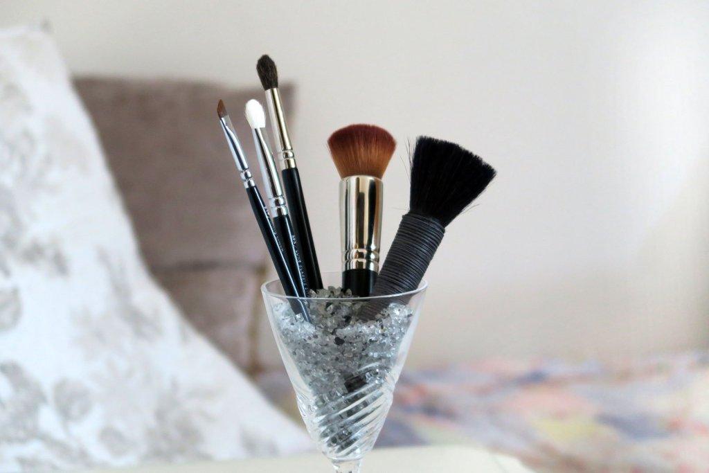 5 brochas de maquillaje básicas