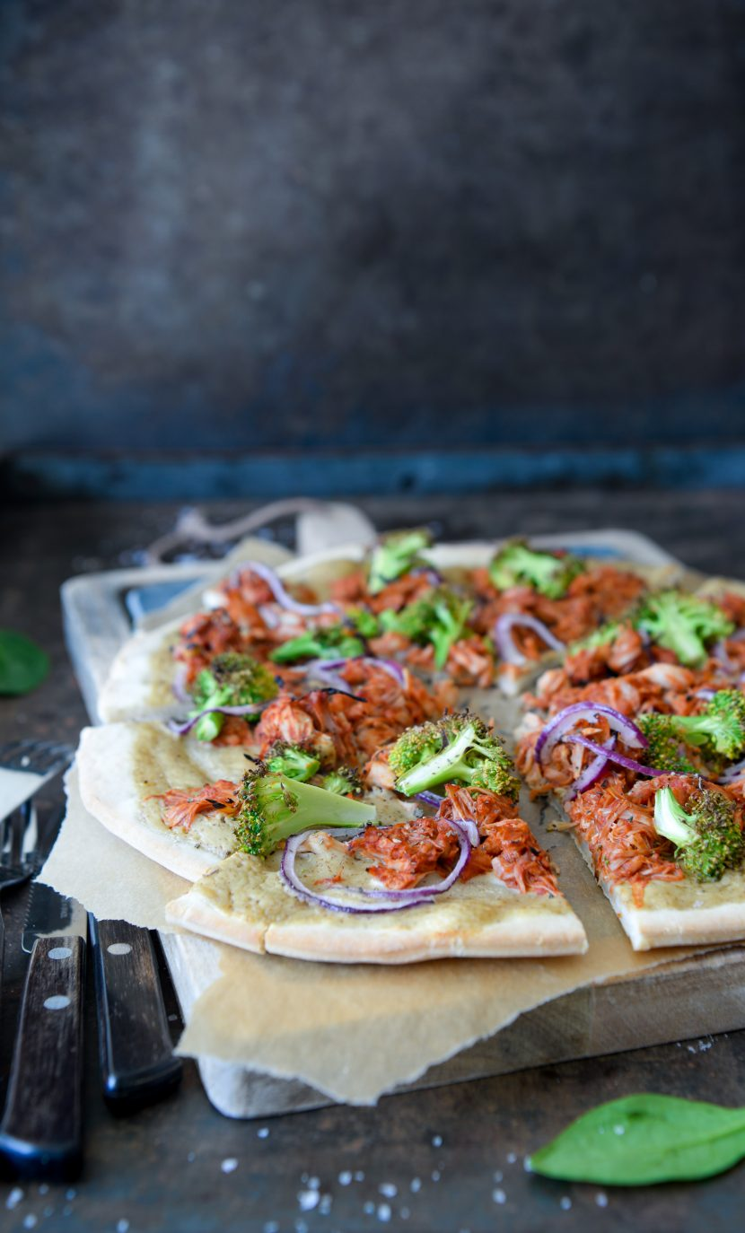 Pulled jackfruit pizza med hvidløgsdressing