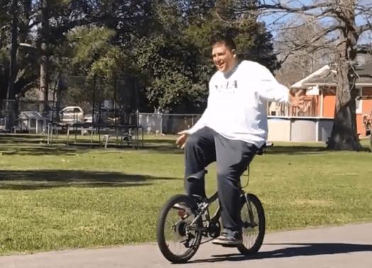 Achteruit fietsen zonder handen