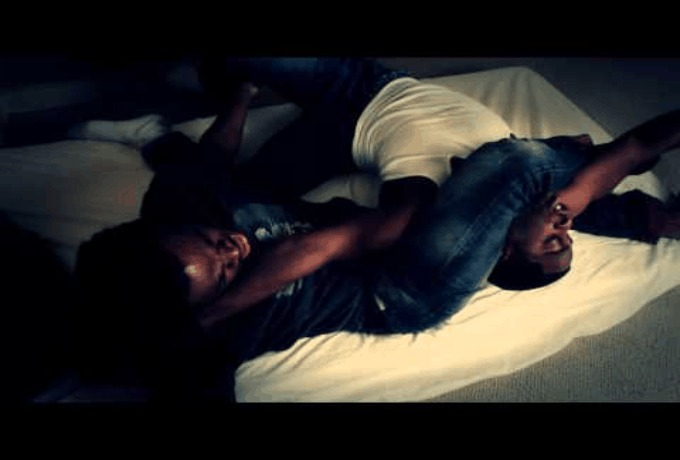 Emmanuel & Phillip Hudson (@EP_Hudson): Fight Over Bed