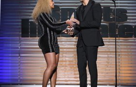 Beyoncé Honors Colin Kaepernick w/Muhammad Ali Legacy Award & Racists Lose It