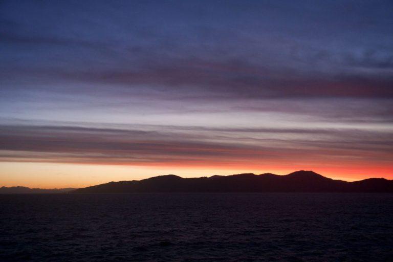 Fjordy při západu slunce