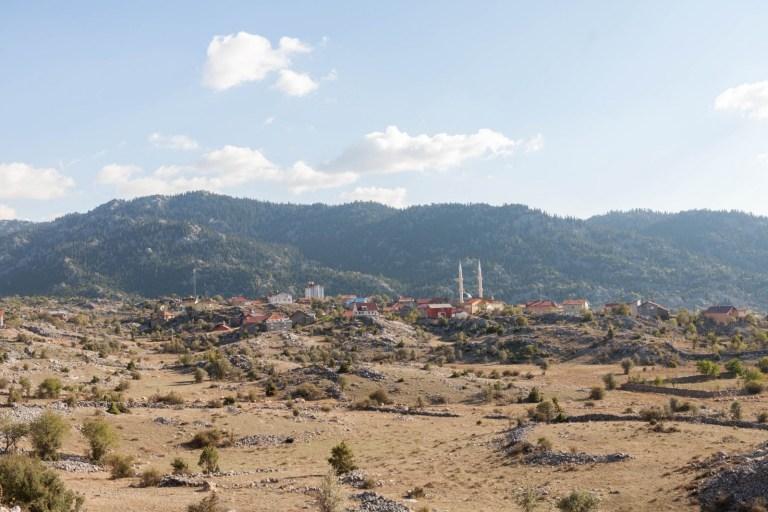 Výhled na vesničku v horách