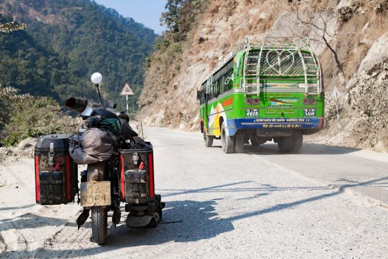 Zetka s autobusem v Nepálu
