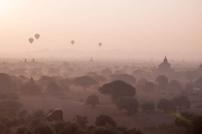 Balóny nad chrámem Baganu