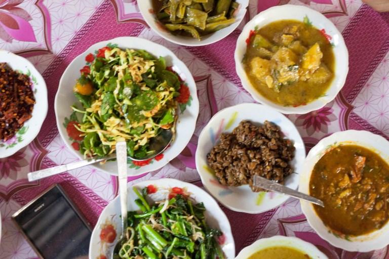 Samá kari k obědu v Barmě