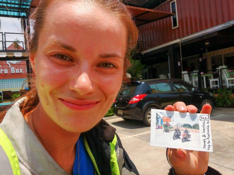 Ivanka s fotkou z polaroidu