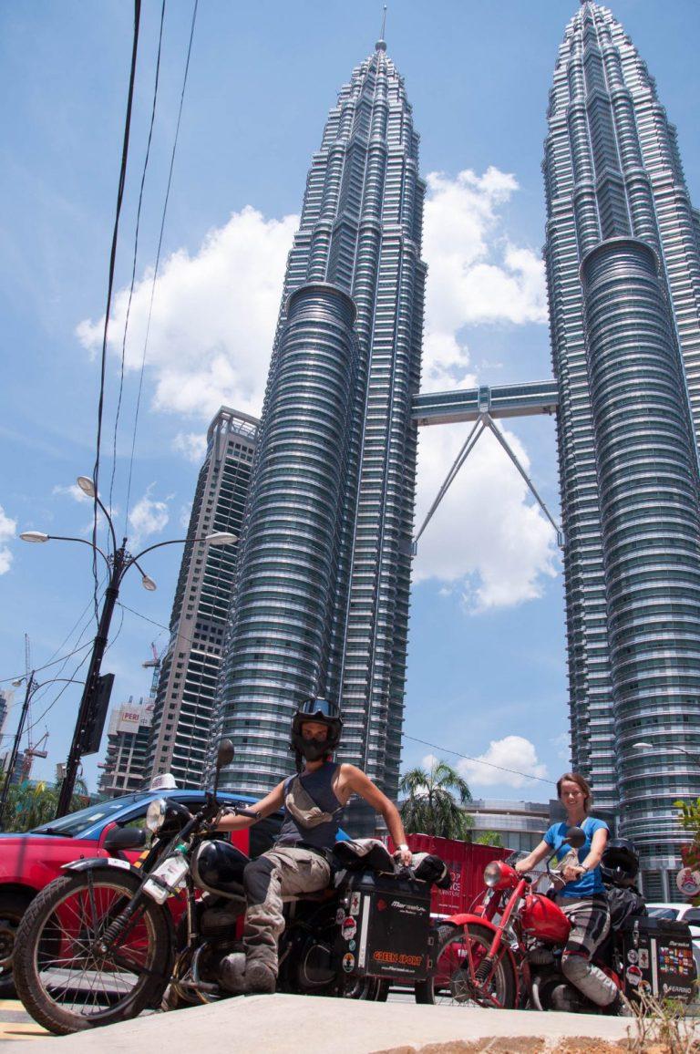 Zetky před Petronas Towers