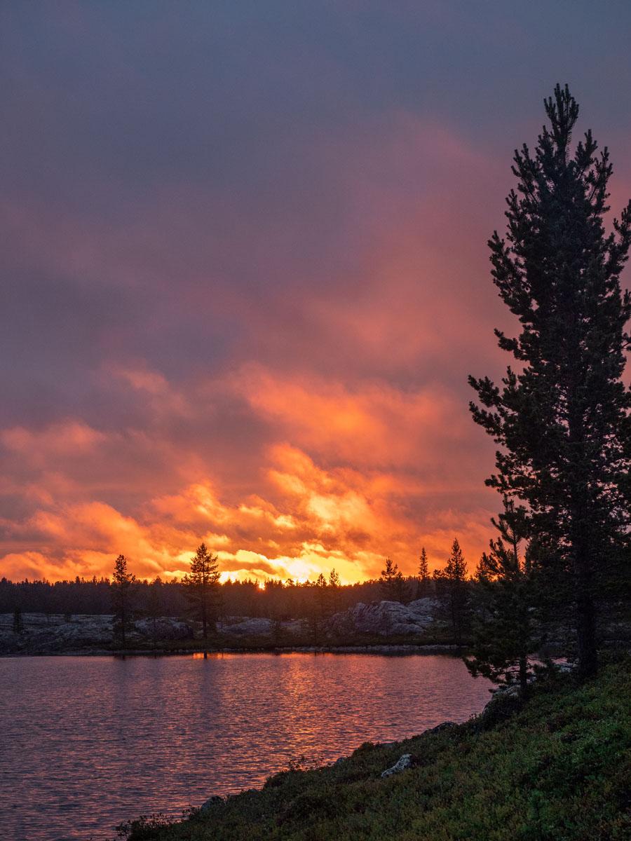 Auringonlasku Tuulijärvellä