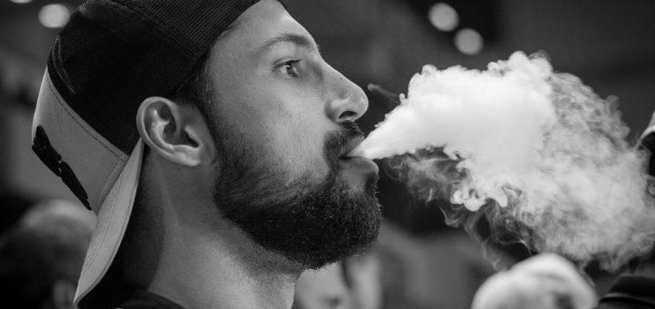 Revisión: Las pruebas disponibles que relacionan el vapeo con el inicio del tabaquismo son débiles