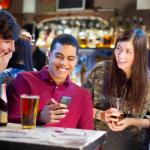 SOCIETE : Pour décompresser, les étudiants préfèrent le cannabis et l'alcool au vapotage.