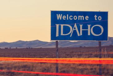 """ארה""""ב: הגיל החוקי של עישון או vaping לא ילך 21 שנים באיידהו."""