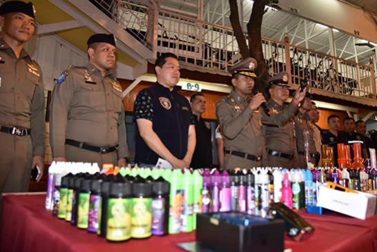 ΘΑΪΛΑΝΔΙΑ: Μια νέα επιδρομή εναντίον του ηλεκτρονικού τσιγάρου, οι 18 που συνελήφθησαν στη Μπανγκόκ.