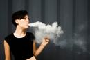 """ΨΥΧΟΛΟΓΙΑ: Το ηλεκτρονικό τσιγάρο """"είναι σαν να βγαίνουμε από τη φυλακή με ένα ηλεκτρονικό βραχιόλι"""" ..."""