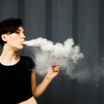 PSYCHOLOGIE : L'e-cigarette «c'est comme sortir de prison avec un bracelet électronique»…