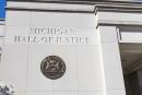 """ארה""""ב: השופט השעה את ארומה באן בסיגריה אלקטרונית במישיגן"""