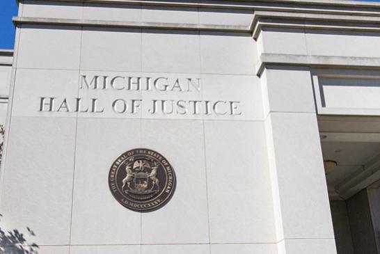 ΗΠΑ: Ο δικαστής αναστέλλει την απαγόρευση αρώματος για το ηλεκτρονικό τσιγάρο στο Μίτσιγκαν