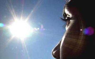 Πώς επηρεάζονται τα μάτια από την ηλιακή ακτινοβολία;