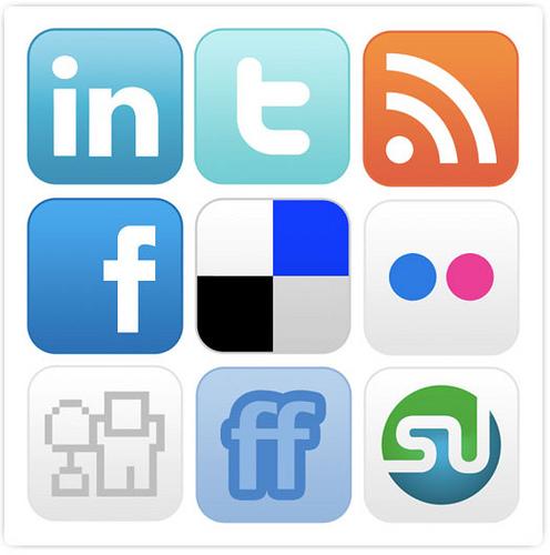 Sosiale medier- styres du av internett?