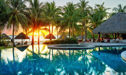 paradise hotel norge sesong 1 kvinner søker yngre menn