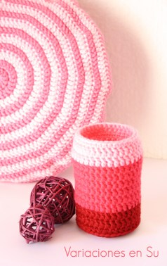pink-crocheted-vase-cover