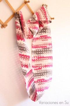 pink-gray-crochet-cowl