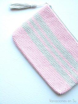 neceser-ganchillo-rosa-gris-1