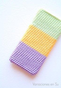 funda-móvil-ganchillo-malva-amarillo-verde-1