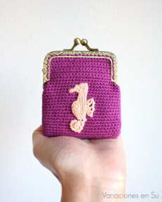 monedero-ganchillo-violeta-caballito-de-mar