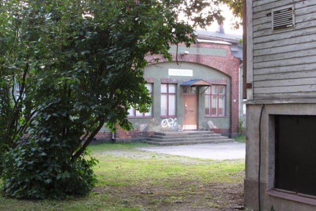 Tavara-asema on monipuolinen rautatie- ja kulttuurikasvien keskittymä.