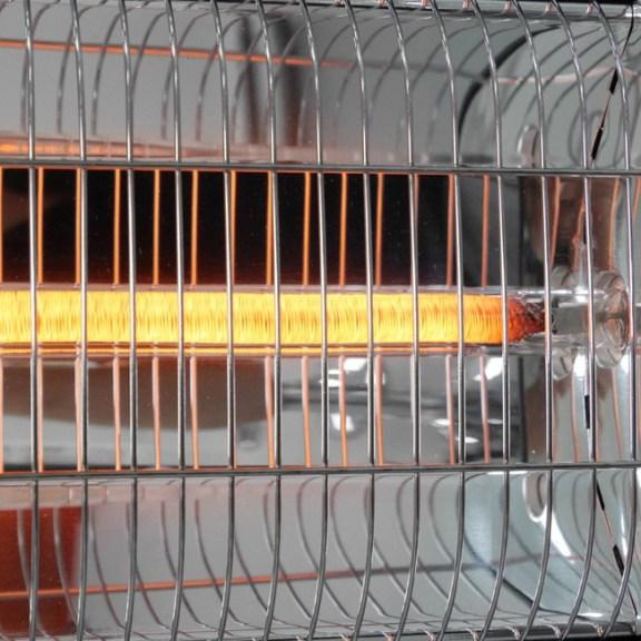 Die aktivierte Carbon Röhre von VASNER's Teras 25 Infrarot Heizstrahler Terrasse. Infrarot Terrassenstrahler Ratgeber