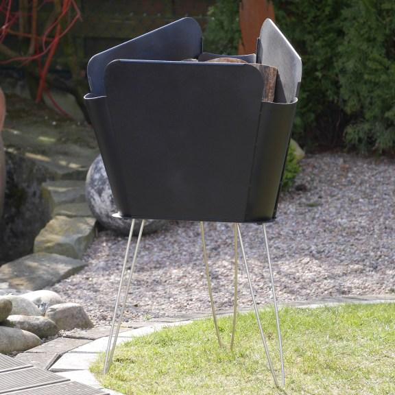 Mit einem Merive M2 Feuerkorb Garten und Balkon mit einem Hauch Eleganz bereichern
