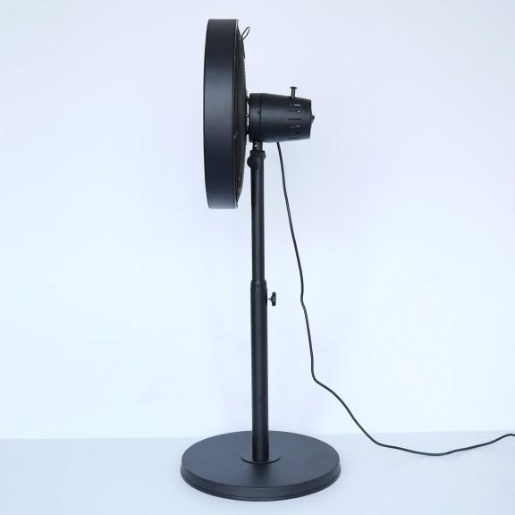 Der Stand Lüfter mit langem. flexiblem Stromkabel