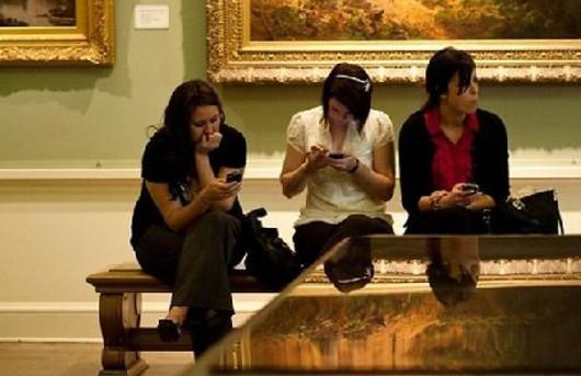 """""""Putos museos. Mola más ver los cuadros en el móvil"""""""