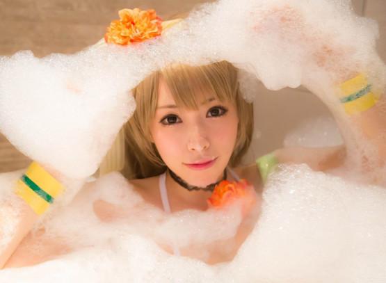 Kisaki en una fiesta de la espuma
