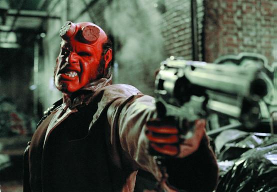 Hellboy estreñío