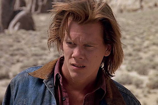 Kevin Bacon luciendo melenaza