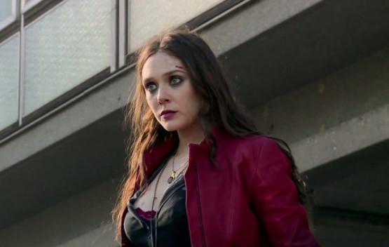 Elizabeth Olsen con cara de estar acordándose de los muertos de alguien