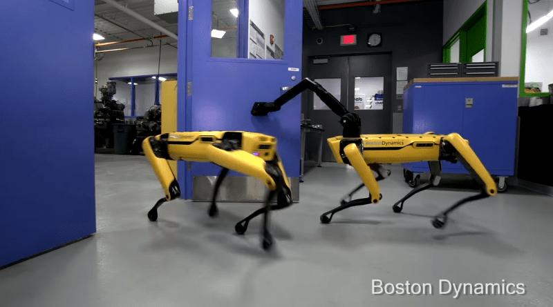 """Boston Dynamics Yine Bombayı Patlattı: """"Dostum, bana yardım edebilir misin?"""""""