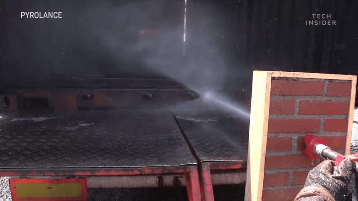 Yenileşimci Yangın Hortumuna Metal Bile Dayanamıyor